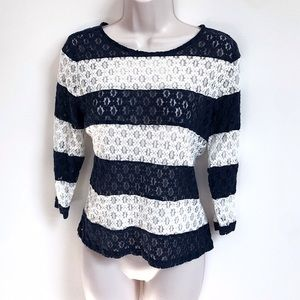🆕 The Limited lace navy & white 3/4 sleeve top